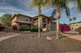 5640 W ARROWHEAD LAKES Drive Glendale